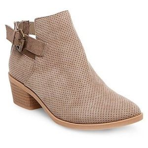 Pre-owned Dolce Vita brown ankle boots